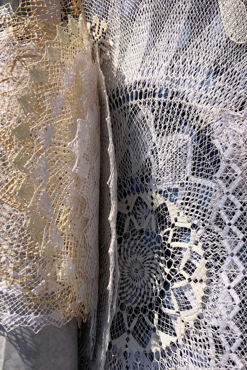 Textiles sobre una mesa